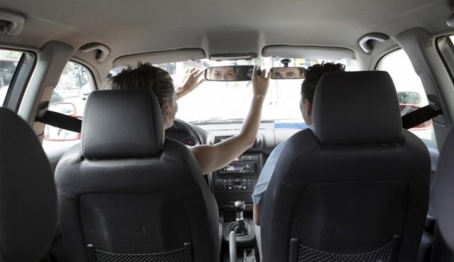 Las autoescuelas piden un mínimo de 12 horas de formación presencial obligatoria para obtener el carnet